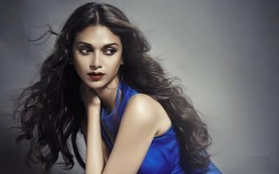 اداکارہ ادیتی راو سنجے دت کی بیٹی بننے کیلئے تیار ۔۔۔۔