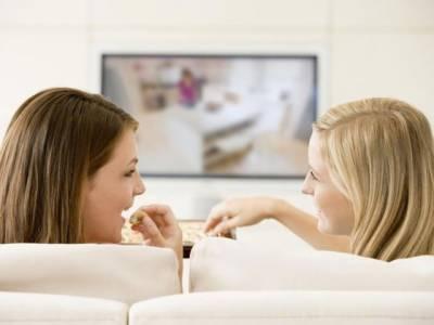 خواتین کا مسلسل بیٹھے رہنا کتنا خطر ناک ہے ماہرین نے بتا دیا!