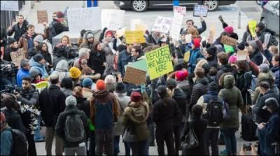 نیو یارک ائیر پورٹ پرپناہ گزینوں پر پابندی کیخلاف احتجاجی مظاہرہ