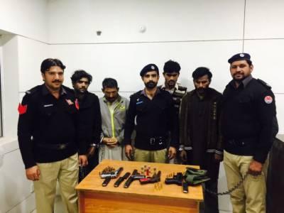 جلالپور بھٹیاں میں انتہائی مطلوب اشتہاری سمیت پانچ ملزمان گرفتار