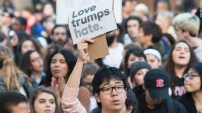 کیلیفورنیا یونیورسٹی میں ٹرمپ کے حامی نیوز ایڈیٹر کیخلاف احتجاج