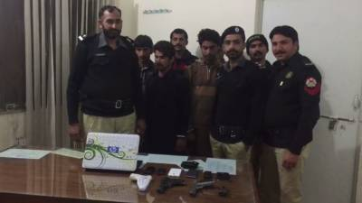 جلال پوربھٹیاں پولیس آپریشن میں 2 ڈکیت گینگز کے 5 ملزمان گرفتار،بھاری اسلحہ برآمد