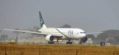 بم کی اطلاع پر پی آئی اے کا طیارہ اتار لیا گیا، پولیس کا سرچ آپریشن