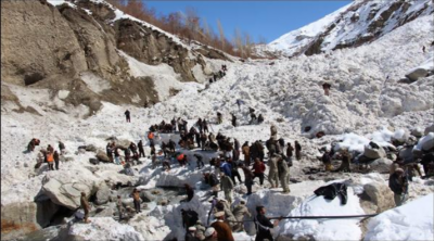 گلگت بلتستان میں برفانی تودہ آبادی کی طرف سرکنے لگا ،ریسکیو ٹیمیں روانہ