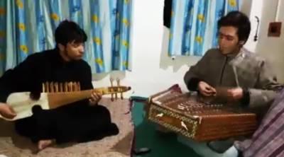 پاکستان کا قومی ترانہ دو کشمیری نوجوانوں کے سازوں پر،سننے والوں پر سحر طاری