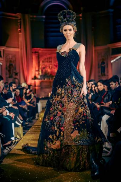 لندن پاکستانی ڈیزائنرز کی شاندار کلیکشن پیش