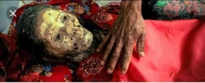 ہر سال مُردوں کو قبروں سے نکالنے والا قبیلہ