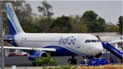 مسافر نے جہاز ٹیک آف کرنے سے چند لمحے پہلے ایمرجنسی دروازہ کھول دیا