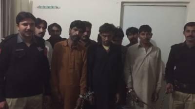 جلاپور بھٹیاں پولیس نے 6 رکنی آصو ڈکیت گینگ سمیت 10 افراد کو گرفتار کرلیا