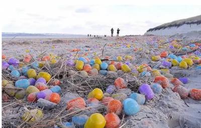 جرمنی کے ساحل پر ہزاروں رنگ برنگے انڈے دیکھ کر حیران
