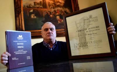 معمر اطالوی شہری کی 15 ڈگریاں