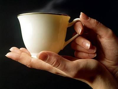 اگر گرماگرم کافی یا چائے سے زبان جل جائے تو فوری یہ کام کریں