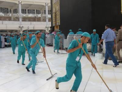 مسجد الحرام کی صفائی میں 200 گیلن عرق گلاب استعمال ہوتا ہے