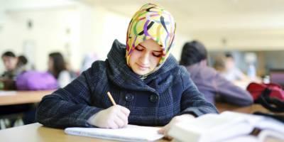 سپین میں ہیڈ سکارف پہننے والی خاتون کے حق میں فیصلہ