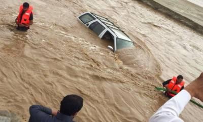 سعودی عرب میں بارشوں نے تباہی مچا دی، سینکڑوں افراد محفوظ مقامات پر منتقل