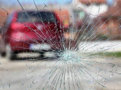 لیاری ایکسپریس وے پر تیز رفتار کار پل سے نیچے گر گئی، 4 افراد جاں بحق