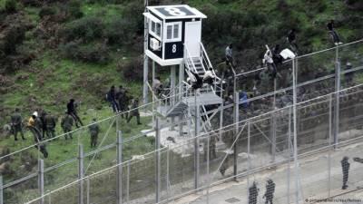 تارکین وطن سرحد پر نصب گیٹ توڑ کر سپین میں داخل ہو گئے