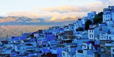 آسمان تو نیلا ہے ہی لیکن اس شہر کے در و دیوار بھی نیلے ہیں