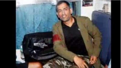 سابق بھارتی کپتان دھونی نے تیرہ سال بعد ٹرین کا سفر کیا