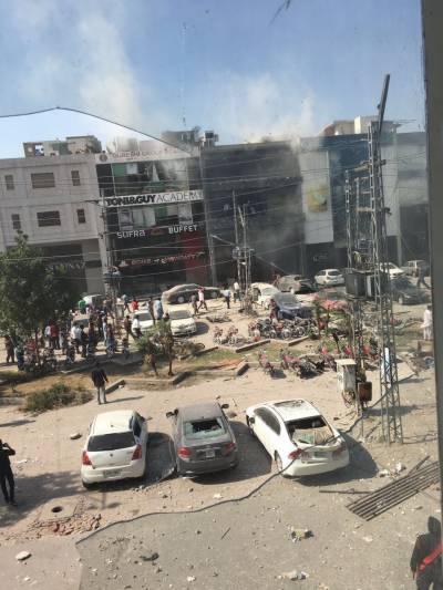لاہور: ڈیفنس میں دھماکا، 8 افراد شہید