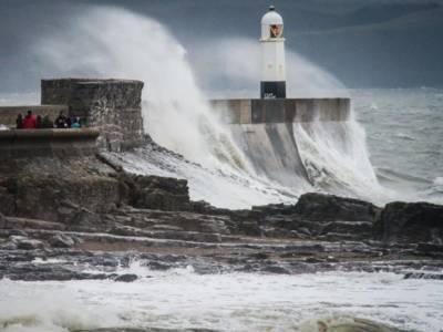 لندن میں سمندری طوفان نے تباہی مچادی