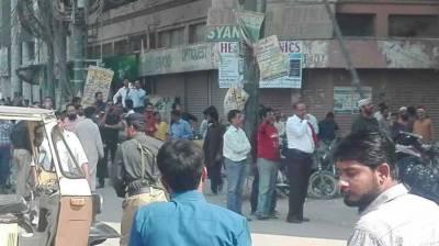 کراچی: بلوچ کالونی میں بم کی اطلاع، عمارت خالی کروا لی گئی