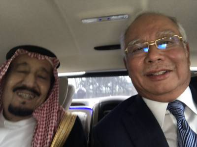 شاہ سلمان اور ملائیشین وزیراعظم کی سیلفی کی دھوم