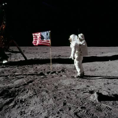 امریکی نجی راکٹ کمپنی سپیس ایکس سیاحوں کو چاند کے گرد چکر لگوائے گی
