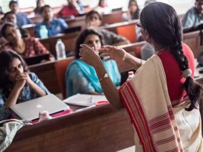 سری دیوی نے خواجہ سرا ممبئی یونیورسٹی میں داخلہ لے لیا