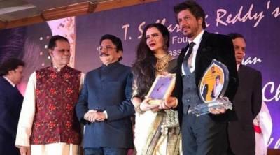 """شاہ رخ خان """"یش چوپڑا میموریل ایوارڈ """" ملنے پر جذباتی ہوگئے"""