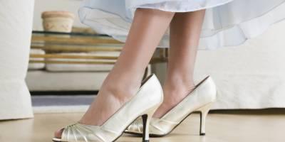 اداکارائیں اور ماڈلز اپنے پاﺅں سے بڑے جوتے کیوں پہنتی ہیں؟