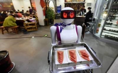 ملتان کے نوجوان نے ویٹر روبوٹ بنا لیا