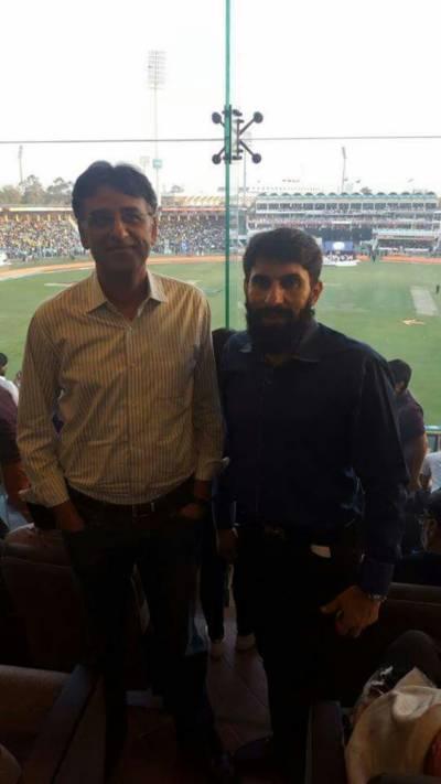 اسد عمر اور مصباح الحق پی ایس ایل کے فائنل میں ساتھ ساتھ