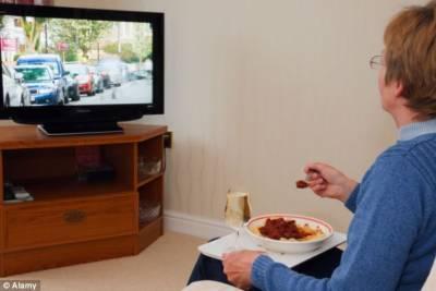 ماہرین نے ٹی وی کے سامنے بیٹھ کر کھانا کھانے والوں کو خبردار کر دیا