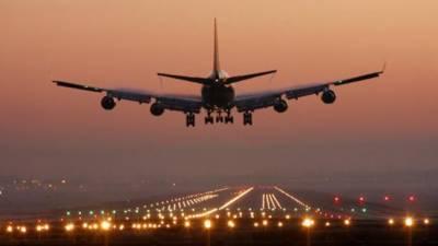 امریکا کے ڈیٹرائٹ ایئر پورٹ پر طیارہ رن وے سے اتر گیا