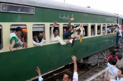 مسافروں کیلئے خوشخبری، 23 ٹرینوں کے کرائے میں کمی کا اعلان