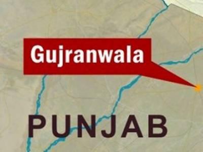 گوجرانوالہ:میڈیکل سر ٹیفکیٹ کاجھانسہ دیکر شہریوں کو لوٹنے والے نوسرباز کی شہریوں کے ہاتھوں دھلائی