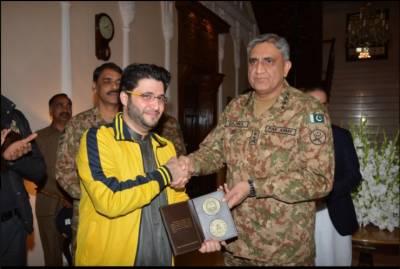 آرمی چیف سے پی ایس ایل چیمپئن پشاور زلمی کی ملاقات، آئی ایس پی آر