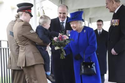 بچے نے برطانوی ملکہ الزبتھ کو شرمسار کردیا