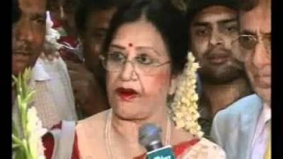اداکارہ شبنم پاکستان اور فلم انڈسٹری چھوڑنے کا تذکرہ کرتے ہوئے آبدیدہ ہوگئیں