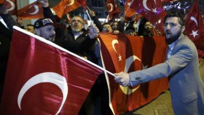 ترک وزیر ہالینڈ سے ملک بدر،ترکی نے ہالینڈ کا سفارت خانہ بند کر دیا