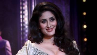 کرینہ کپورخان نے ایوارڈ شو میں اپنے شوہر سیف سمیت بھارتی فلم انڈسٹری کے بڑے خانز کو زبر دست خراج تحسین پیش کیا