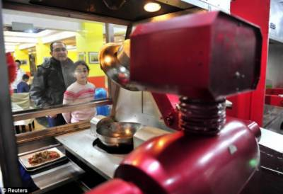 امریکی ریسٹورنٹ میں برگر کھانا بنانے والا انوکھا روبوٹ