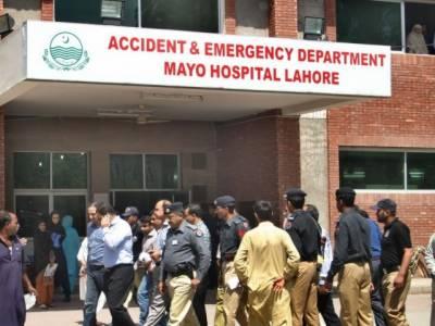 لاہور میں کار سواروں کی فائرنگ سے3 پولیس اہلکار زخمی
