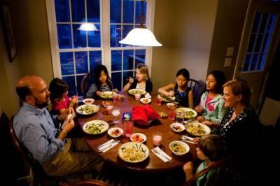 اگر ہم اپنے کھانوں میں اومیگا تھری فیٹی ایسڈز کو شامل کرلیں تو آلودگی کے نقصانات کو کم کیا جاسکتا ہے