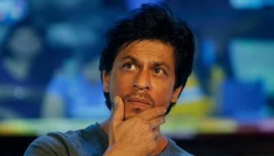 شاہ رخ خان کی گاڑی نے فوٹو گرافر کا پاﺅں کچل دیا