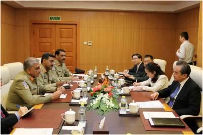 آرمی چیف کی چینی وزیر خارجہ سے ملاقات، دو طرفہ امور پر تبادلہ خیال