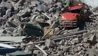 باراتیوں کو لے جانے والی گاڑی گہری کھائی میں گر گئی چار خواتین سمیت پانچ افراد جاں بحق ،دس زخمی