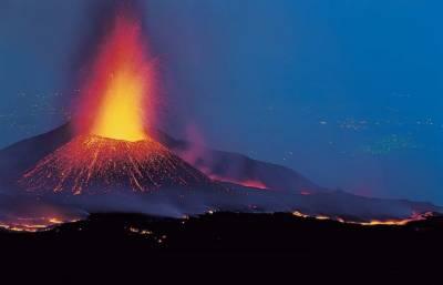 اٹلی:ماؤنٹ ایٹنا سے راکھ اور پتھروں کی بارش، 10 افراد زخمی
