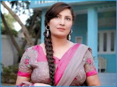اداکارہ صائمہ کراچی جاتے ہی دوست فنکاروں سے ملنے ڈرامے کے سیٹ پر پہنچ گئیں
